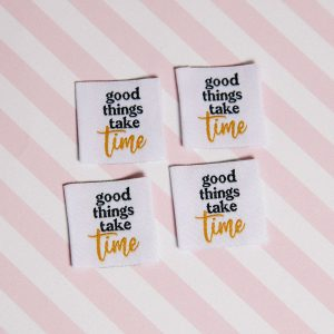 "Etiquettes à coudre ""good things take time"" (carrée)"